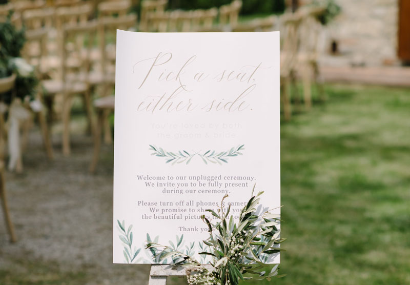 Why an unplugged ceremony is better than a wedding 2.0 – and how to tell your guests it is